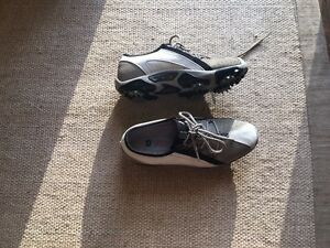 Footjoy Women Golf Shoes size 6 Medium! Great condition!!! Windsor Region Ontario image 1