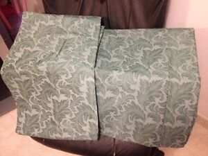 Green Curtains - 2 panels with 2 saches - Made in Canada - NEW