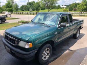 2000 Mazda B 4000 SE 4 door Pick Up Truck