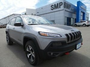 2016 Jeep Cherokee Trailhawk 3.2L V6 - Remote Start, 4WD, Touchs