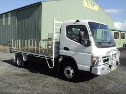 FUSO CANTER 10/2009  3.5T TRAY WITH LOW 62200 KMS