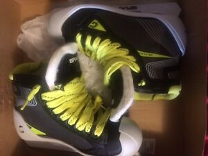 Graf Jr Goalie Skates Size 2. New in box.