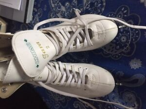 Chimo Tara White Leather Figure Skates Size 2 with Carrying Bag