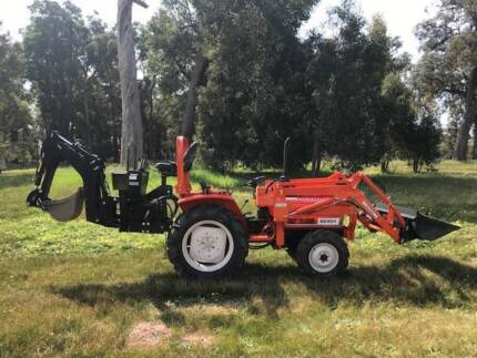 Hinomoto E2304 28hp Tractor + implements