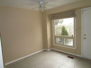 WOW!AVAIL.DEC.1st!3 BED TOWNHOME, GREAT LOCATION,WATER INCLUDED! Kitchener / Waterloo Kitchener Area image 3