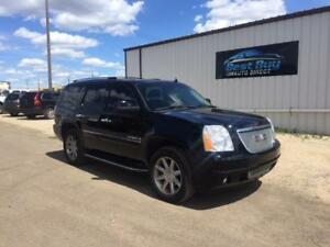 2008 GMC Yukon Denali -HEATED LEATHER! SUNROOF! LOADED!