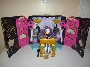 Party lounge 13 souhaits Monster High & Spectra Vondergeist