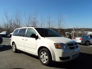 LIKE NEW INSIDE!! Grand Caravan full stow & go FINANCING AVAIL!