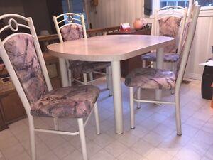Dinette / Kitchen table set Sarnia Sarnia Area image 2