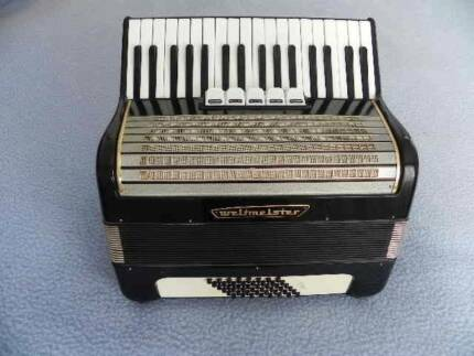 VINTAGE PIANO ACCORDION WELTMEISTER 48 BASS WITH CASE