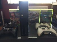 XBox 360 4GB with 4 controllers & 3 games As New !!