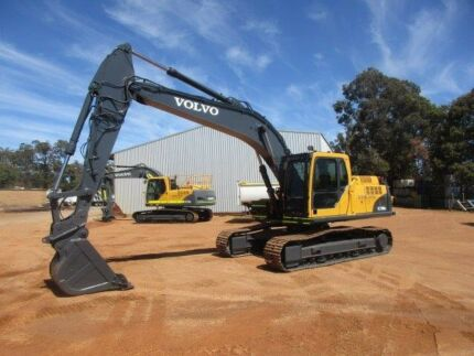 Excavator for dry or wet hire. 21 Tonner Rock Breaker etc etc Pickering Brook Kalamunda Area Preview