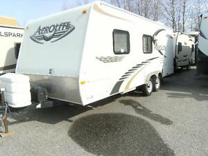 BIG SPACE --SMALL PACKAGE 2008 AEROLITE 19FL-QUEEN BED