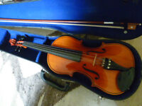 Fullsize violin with bow and case - very attractive violin in great condition