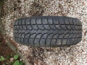 2 pneus d'hiver à vendre.