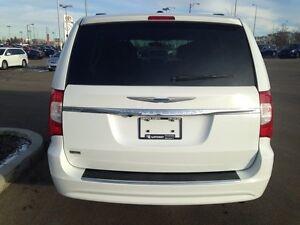 2015 Chrysler Town &Country-L Touring Passenger Van Edmonton Edmonton Area image 6