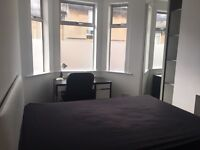 Double Room In Modern Shared House - Off the London Road - 10/15 minutes walk into Bath City