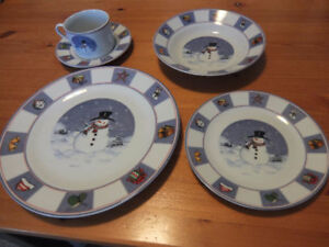 4 sets of snowman pattern dining wares (5 pieces each set)