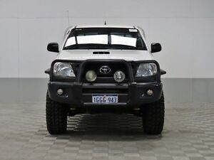 2011 Toyota Hilux KUN26R MY11 Upgrade SR (4x4) White 4 Speed Automatic Dual Cab Pick-up East Rockingham Rockingham Area Preview