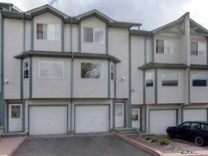 Great Condo with Garage close to public transit