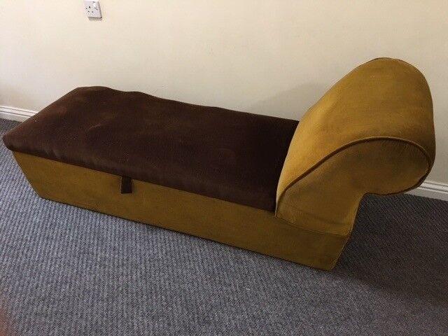 Retro / Vintage / Velvet / Day-Bed / Ottoman / Seat / Chaise-lounge