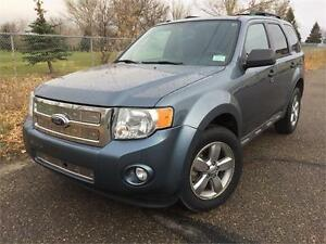 2010 Ford Escape XLT 4x4   **LEATHER-SUNROOF**