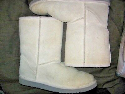 UGG AUSTRALIA F8004F Women CREAM COLOR SIZE 8, EXCELLENT NEEDS CLEANING