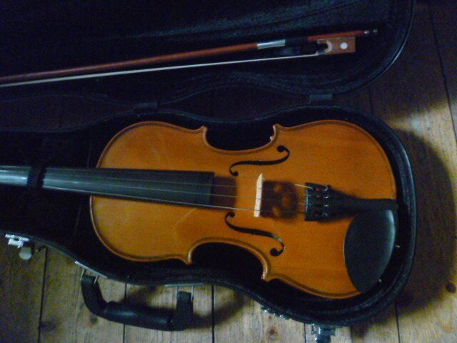 Stentor II violin -very good condition, bargain(less than half rrp)
