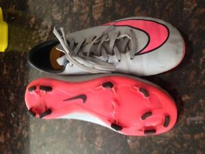 Nike Soccer Cleats / Shoes Size 2