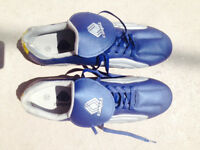 CAMPEA SOCCER SHOES - ALMOST NEW! (size 10)