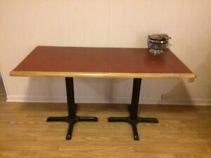 Table de cuisine, bureau ou meuble télé pieds en fonte