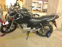 BEST VALUE GARAGED BLACK YAMAHA 125CC IN UK - PERFECT FOR LEARNERS/COURIERS/COMMUTERS