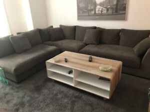Sectional couch and coffee table like new