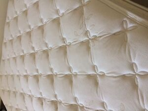 Luxurious barely used KING Hi-loft Pillowtop mattress