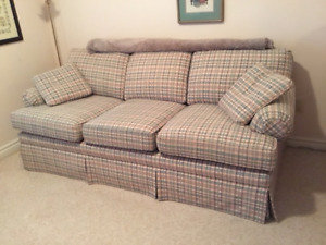 Queen Size Pull Out Couch (sofa bed)