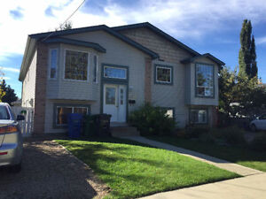 Downtown 3 Bedrooms Duplex Avail Immediately! Price reduced