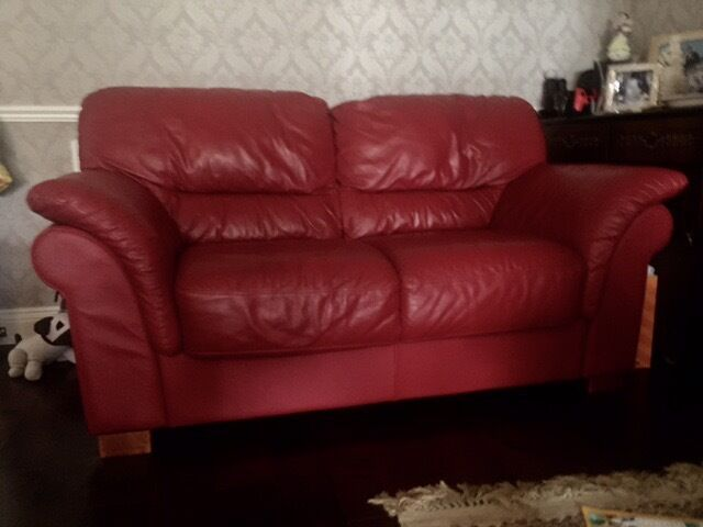 Real leather sofa 22,5 seatsin Ruislip, LondonGumtree - Very good condition Italian real leather sofa very comfortable color bordeaux 2 2,5 seats