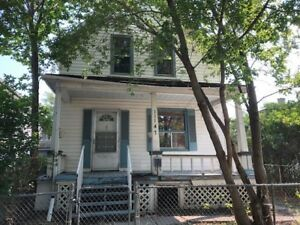 HANDYMAN SPECIAL/INFILL INVESTMENT PROPERTY!!!