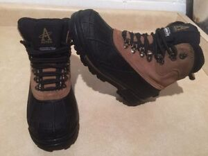 Men's Altra Winter Boots Size 7 London Ontario image 2