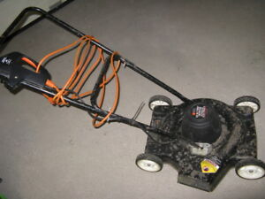 Black and Decker 18 inch 7 amp electric lawn mower Model LM110
