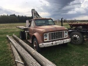 Gmc 960 Truck With 4 ton picker