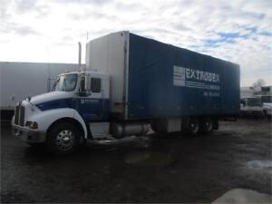 2005 Kenworth T300 30ft Curtainside Box For Sale