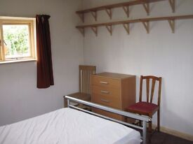 Single room in shared flat, Holywood, close to train stn, heating and electric included.