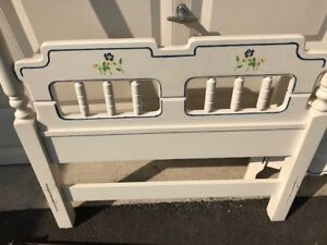 Twin bed frame - good condition