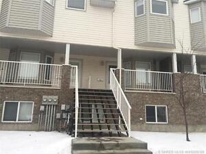 BEST PRICE IN THE AREA! 3 BEDROOM , 3 BATHROOM TOWNHOUSE/CONDO!