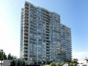 Cooksville 2 Bdrm Corner Unit + U/G Parking & 2 Lockers!