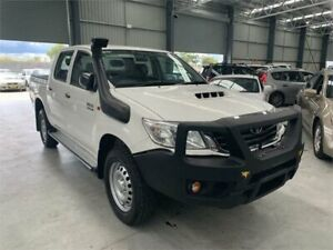 2015 Toyota Hilux KUN26R MY14 SR White Automatic Cab Chassis Boolaroo Lake Macquarie Area Preview