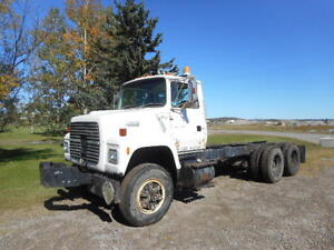 1992 Ford L8000 cab and chassis