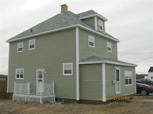 2 1/2 STOREY 4 BEDROOM HOME ON LARGE LOT IN GLACE BAY!