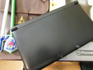 Black 3DS XL with 40 downloaded games + leather Zelda case